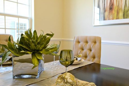 dining room staged to attract buyers